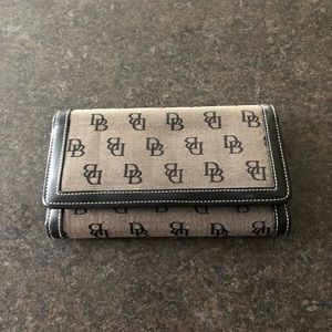 GUC Dooney &Bourke Wallet